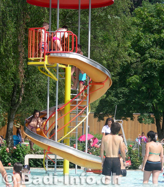 Piscine carouge pataugeoire toboggan for Carouge piscine