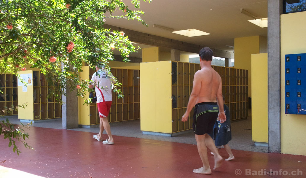 Carouge piscine vestaires for Vestiaires piscine