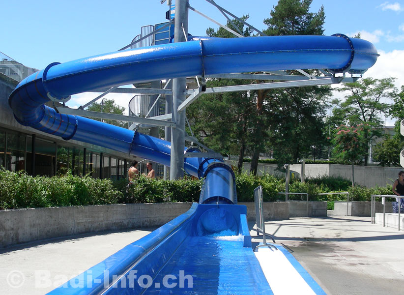 Grand toboggan piscine de lancy for Toboggan intex piscine