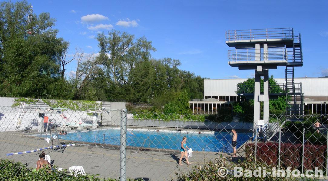 Plongeoir piscine vernets geneve for Plongeoir piscine