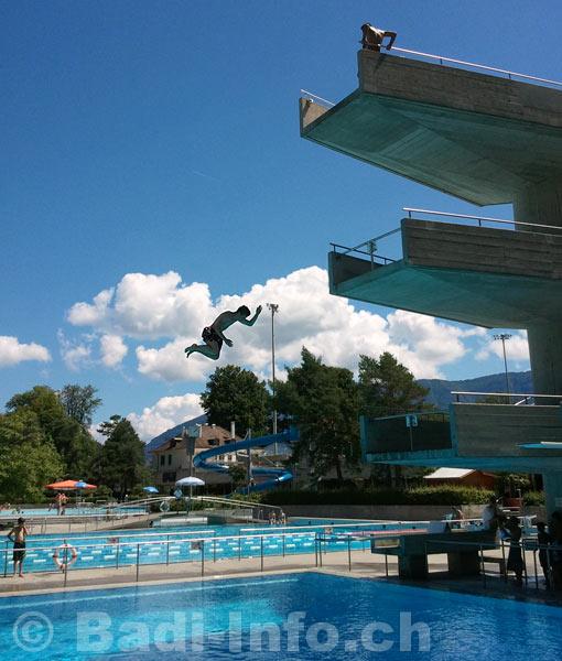 Plongeoir de lancy for Plongeoir de piscine