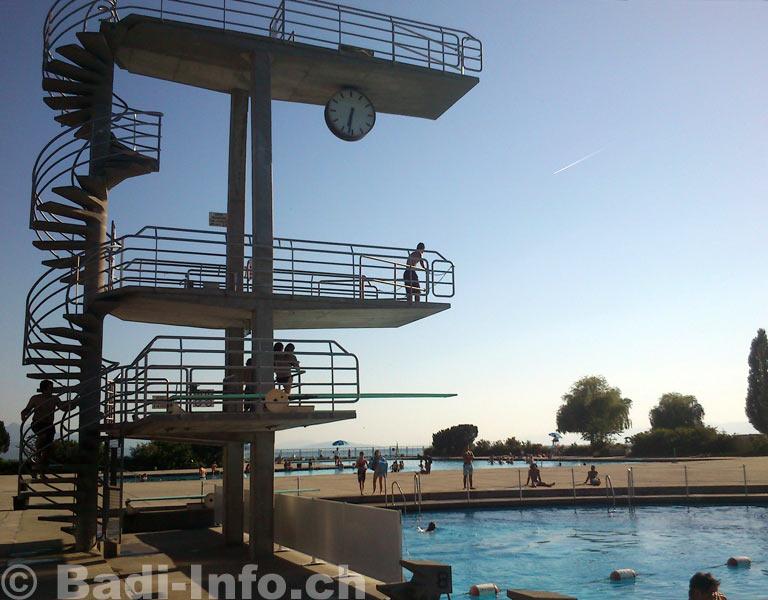 Lausanne piscine bellerive plongeoir de 10 m for Piscine lausanne