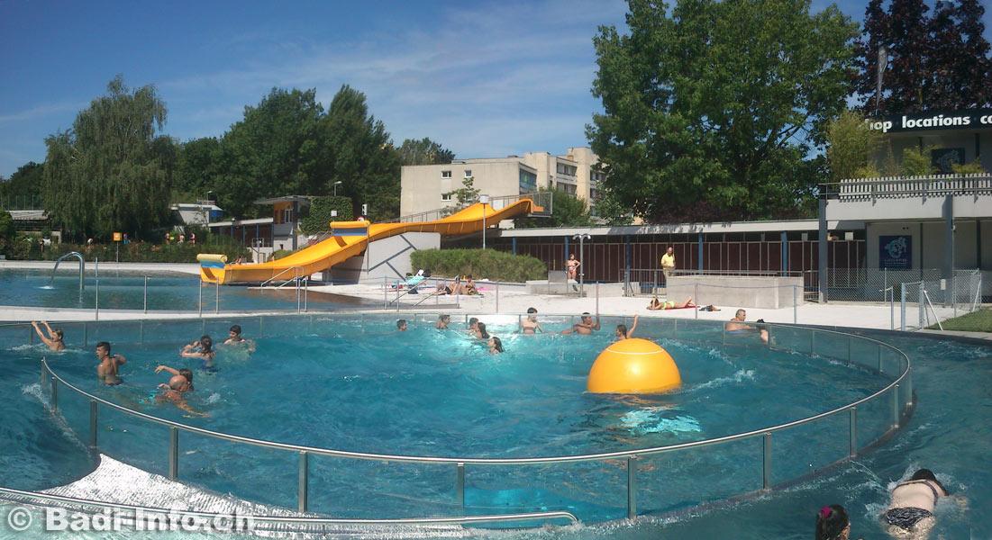 Piscine renens boule a vagues for Boule lumineuse piscine