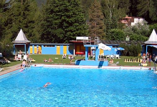 https://www.badi-info.ch/fotos/badi/Vulpera-Schwimmbad.jpg