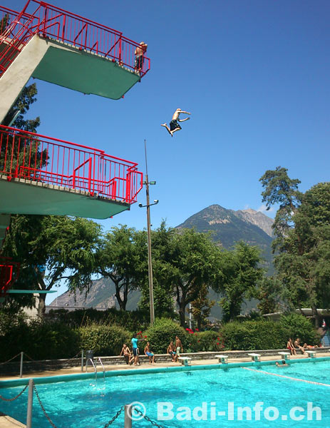Le plongeoir piscine martigny for Plongeoir piscine