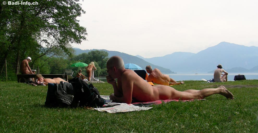 https://www.badi-info.ch/fotos/schwimmbad/Zug_FKK-Badestelle_Choller1.jpg